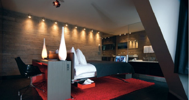 El sezz par s un hotel de dise o en la capital francesa for Fachadas hoteles minimalistas