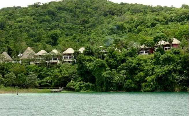 Hoteles en parques naturales del mundo for Hoteles cerca de piscinas naturales