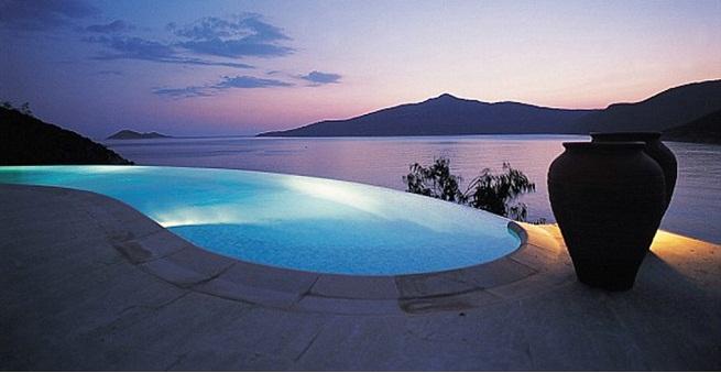 Los mejores hoteles con piscina desbordante for Vacaciones en villas con piscina