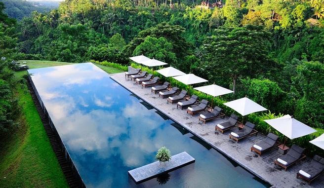 Disfruta de la espectacular piscina del hotel alila ubud for Hoteles en portonovo con piscina