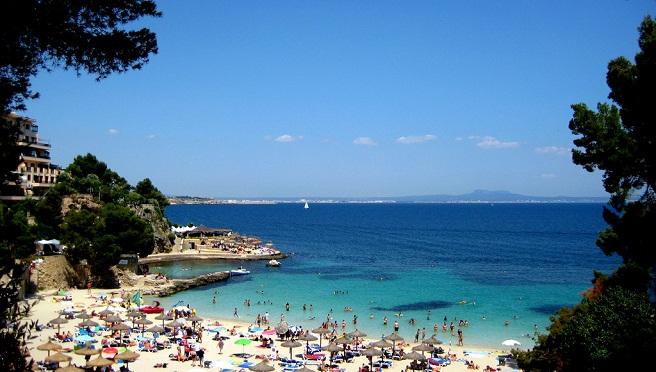espaa y portugal son dos pases vecinos que se llevan bastante bien forman parte de la pennsula ibrica y reciben a una gran cantidad de turistas ao