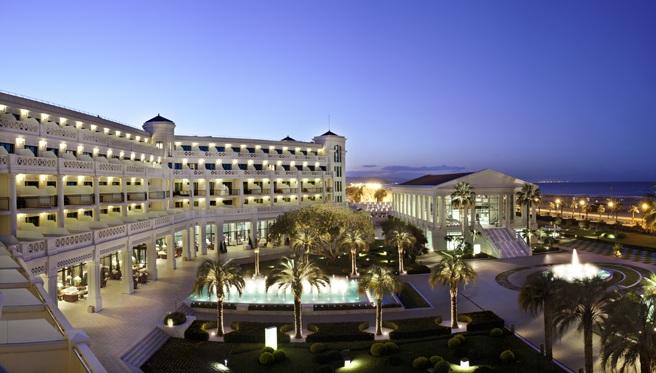 Disfruta del lujo en el hotel balneario las arenas de valencia for Hotel diseno valencia