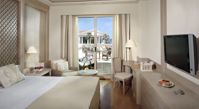 Disfruta del lujo en el hotel balneario las arenas de valencia for Hoteles de lujo habitaciones