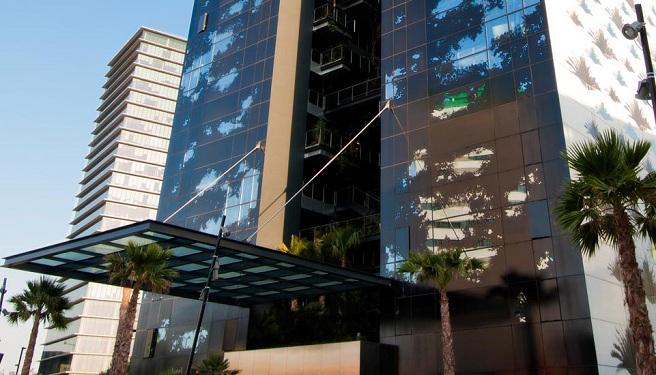 El jard n vertical del renaissance barcelona fira hotel for Hotel jardin barcelona
