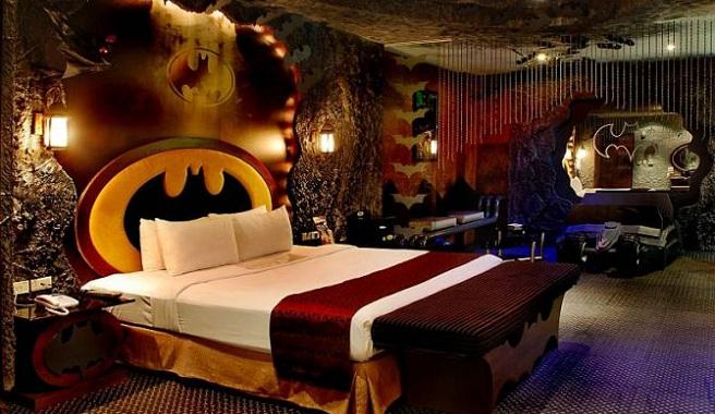 Al Jate En La Batcueva De Batman En El Hotel Eden De Taiw N