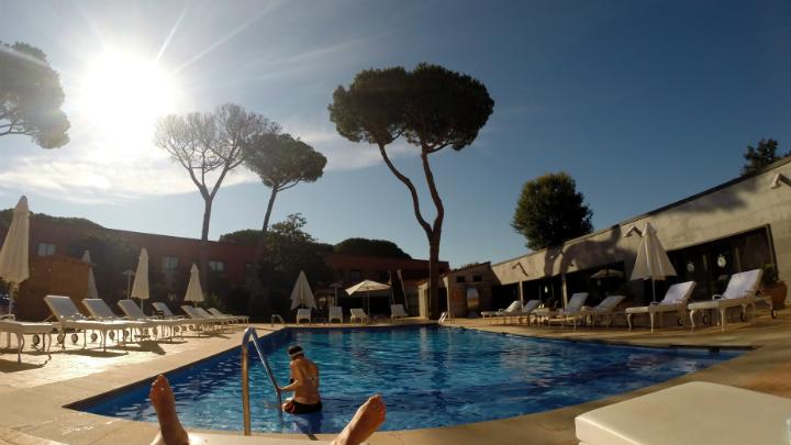 hotel aeropuerto girona piscina
